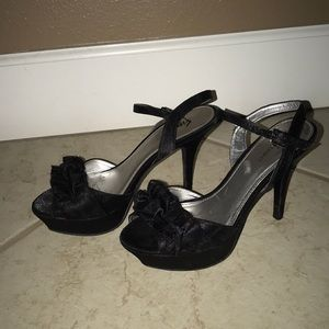 Black 4inch heels with bows on toes.